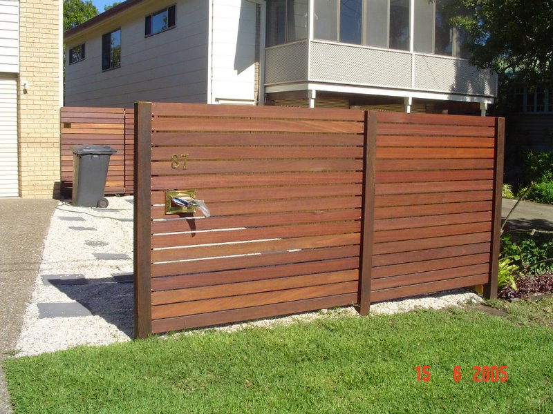 Fence horizontal slats redwood 5 neighborhood nursery for Horizontal garden screening